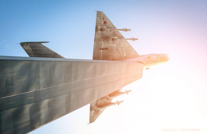 Памятник: истребитель МиГ-21 вБатайске