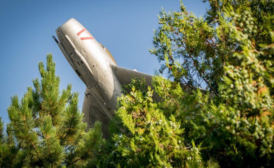 Памятник самолету МиГ-15 вБатайске