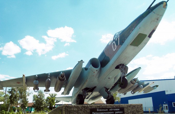 Памятник Су-25 в Петропавловке