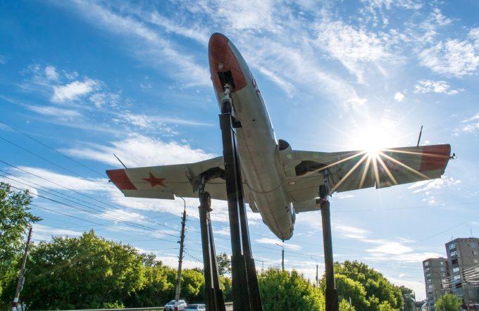Памятник самолет L-29 «Дельфин» в Димитровграде